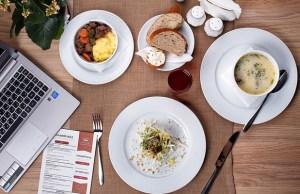 Social and digital marketing strategies for restaurants