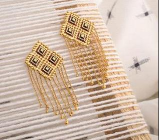Must-Have Designs for a Versatile Earring Collection