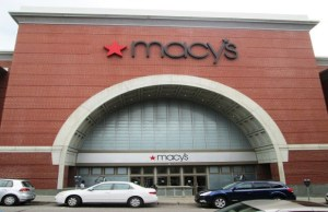 Macy's Executive Chairman Lundgren to retire in January