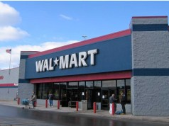 Walmart raises starting wages for US workers, handing out bonuses