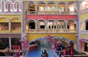 India's first mega-tourist destination mall lures consumers with Venetian theme