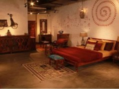Online buying boosts 'touch, feel' business of home decor furnishings