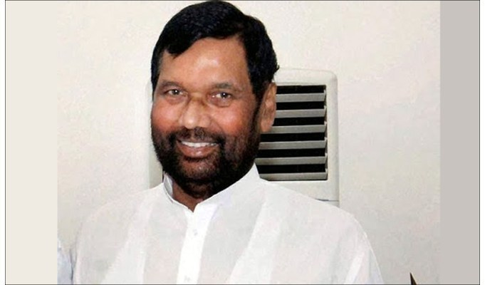 FMCG should use Hindi, regional languages on products: Paswan