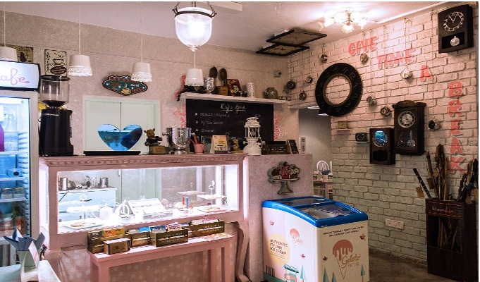 Store Innovation: Take a coffee break while shopping at Ayesha Accessories