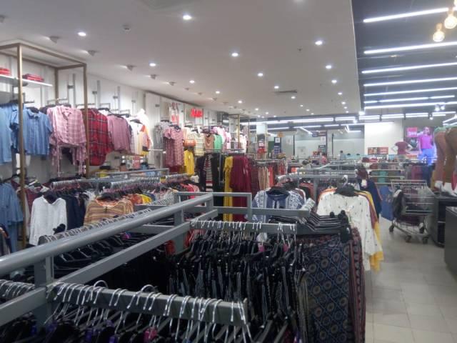 Big Bazaar women's clothing section