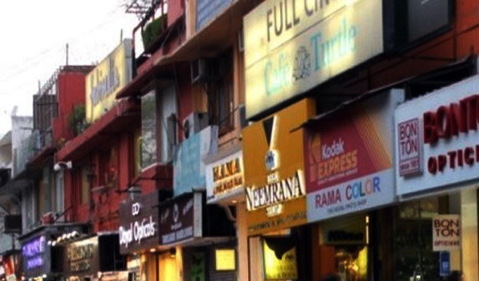 Home Ministry allows shops to open in and outside city limits except those in malls