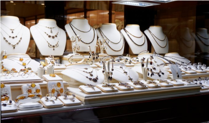 Jewellers plan to reopen stores in orange and green zones in a phased manner