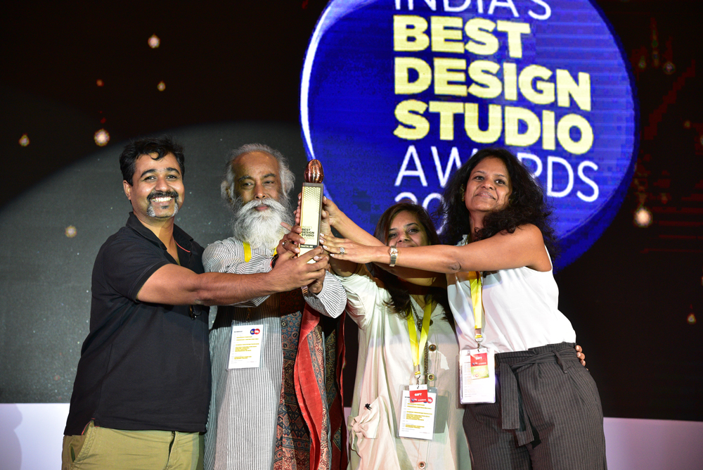 fractal Ink receiving 'India's Best Design Studio 2017' Award from Subrata Bhowmick