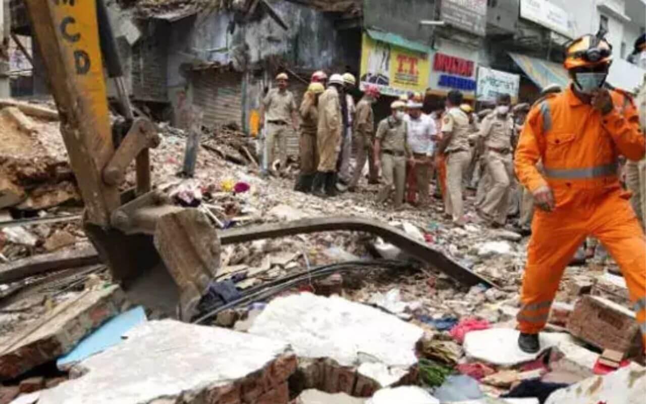 Building in Delhi's Sabzi Mandi Area Collapsed