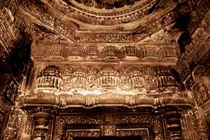 Gondeshwar ceiling
