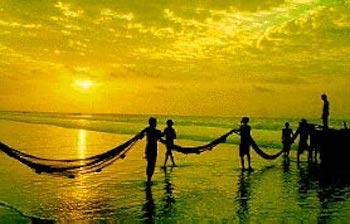 puri-beach-fishermen