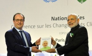Narendra-Modi-and-France-President-Francois-Hollande-at-COP21-Summit-in-Paris