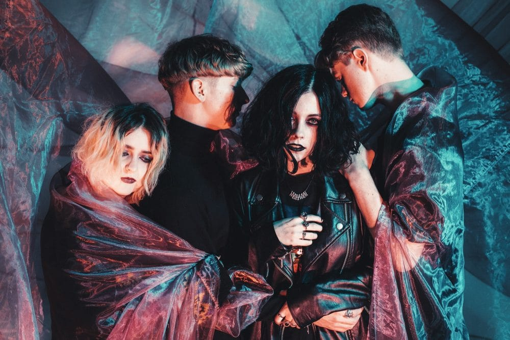 Pale Waves announce 'New Year's Eve' EP, stream single