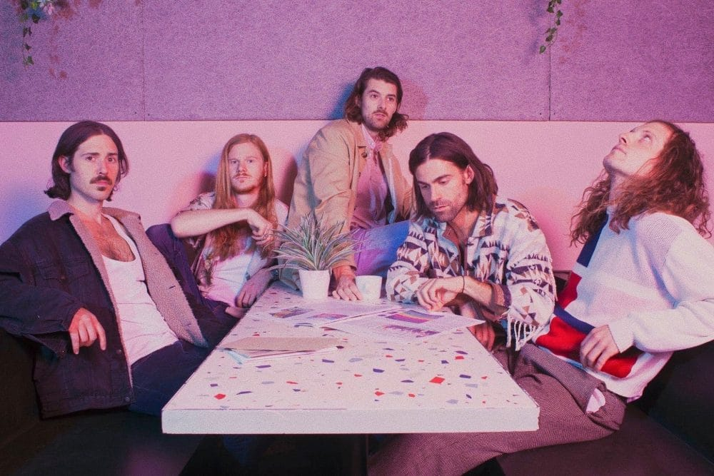 Ten Fé reveal new album track 'Echo Park'