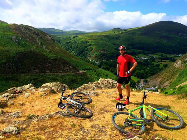 Petite pause cycliste dans les collines galloises autour de Llandudno - crédit : Dave Ferris