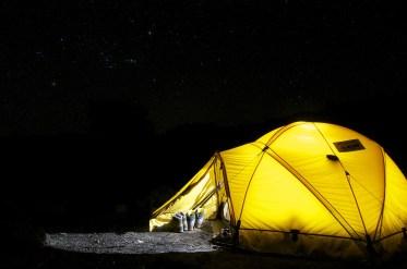Tenda e materassino di buona qualità e peso ridotto, per poter dormire tranquillamente in ogni condizione