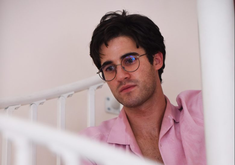 """THE ASSASSINATION OF GIANNI VERSACE: AMERICAN CRIME STORY """"Alone"""" Episode 9 (Airs Wednesday, March 21, 10:00 p.m. e/p) -- Pictured: Darren Criss as Andrew Cunanan. CR: Ray Mickshaw/FX"""