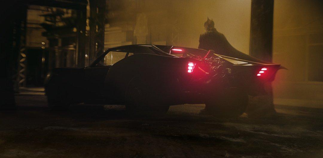 The Batman: Matt Reeves Unveils First Look at Pattinson Batmobile ...