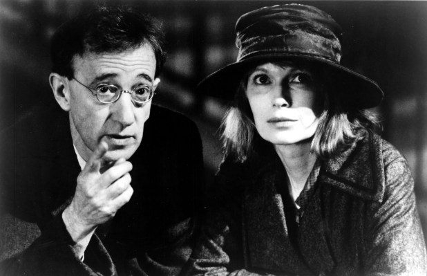 SHADOWS AND FOG, Woody Allen, Mia Farrow, 1992. © Orion Pictures Corp./Courtesy Everett Collection