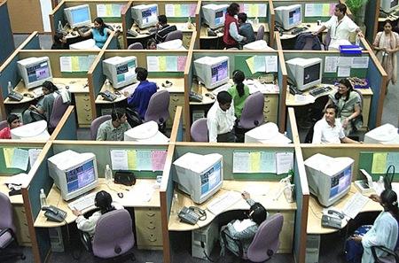 Parte dall'India la nuova era dei servizi in outsourcing: offerta immediata alla domanda e abbattimento delle barriere linguistiche.