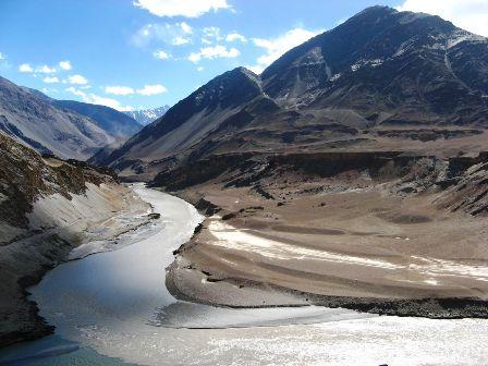 Il fiume Indo attraversa il Kashmir