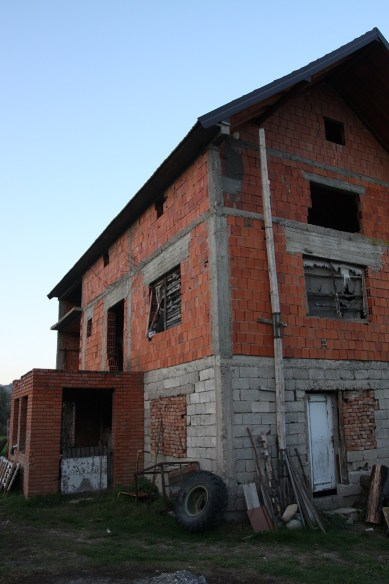 La casa in cui i 30 rom della comunità di Skočić si rifugiarono prima di essere catturati dai cetnici e uccisi