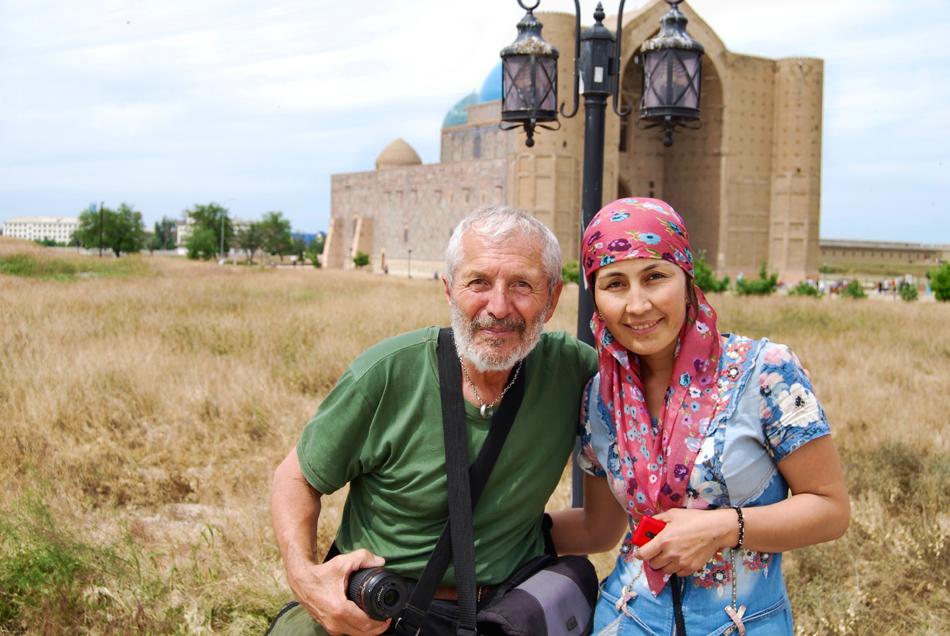 Il fotografo Giuliano, fotografato Turkestan mausoleo.
