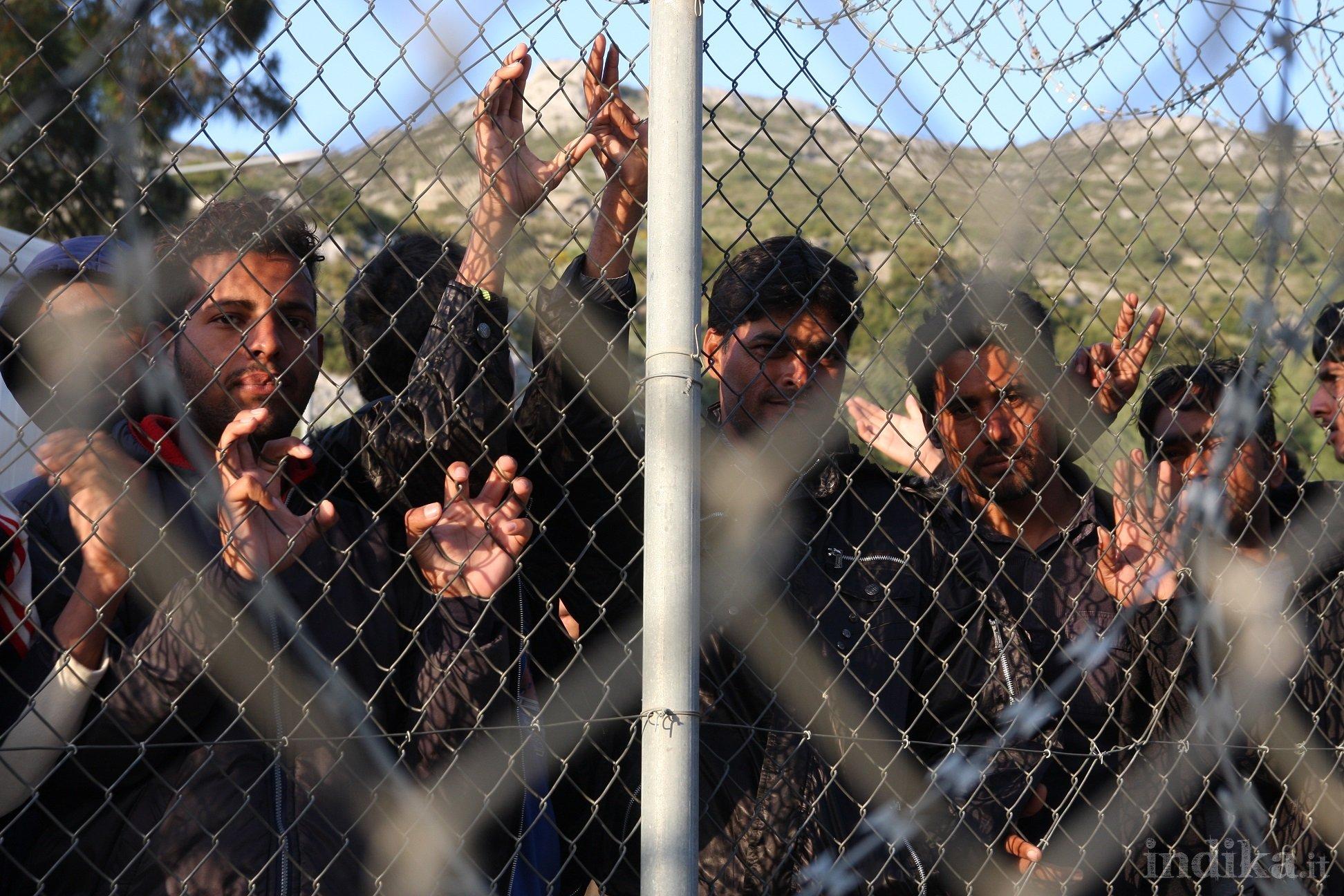 Pachistani-reclusi-protestano-allinterno-nel-hotspot-di-Samos-3