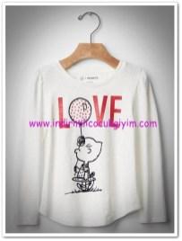 Gap kırık beyaz kız çocuk baskılı tişört-60 TL