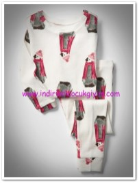 Gap kırık beyaz kız çocuk penguen desenli pijama seti-80 TL