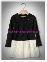Gap kız çocuk parıltılı siyah-ekru pileli elbise-130 TL