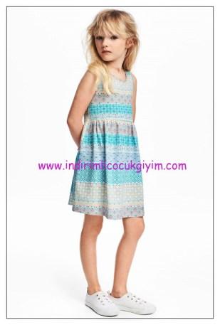hm turkuaz desenli kolsuz kız çocuk elbise