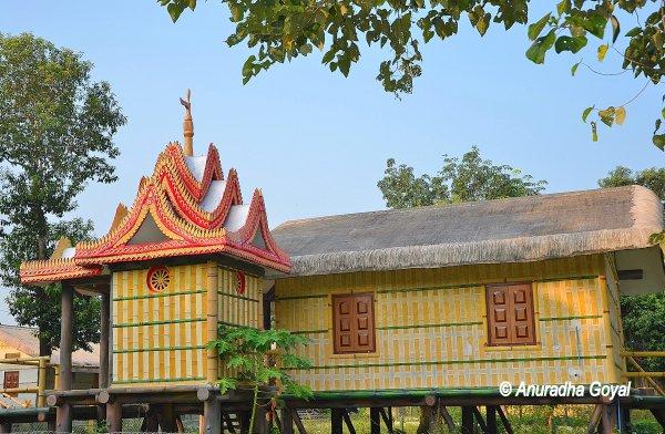 आदिवासी गाँव - असम