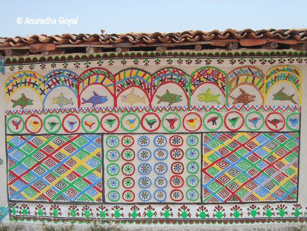 श्रीमती सोनाबाई रजवार द्वारा बनाये गए भित्तिचित्र - पुरखौती मुक्तांगन