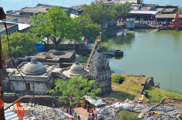 पावागढ़ के प्राचीन मंदिर और ताल