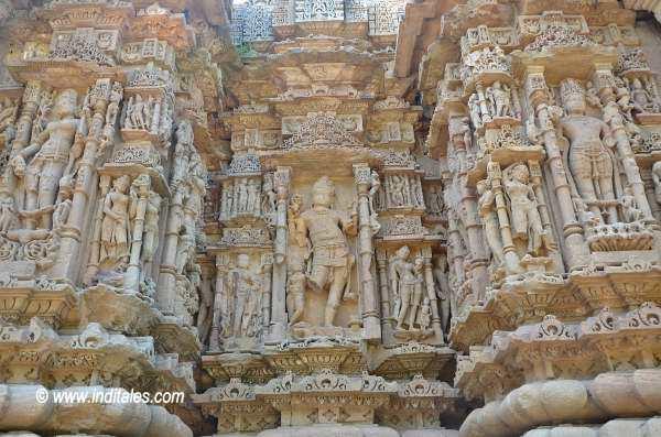 मोढेरा सूर्य मंदिर के दीवारें