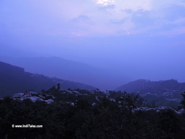 ठानेधार से हिमाचल की वादियों का दृश्य