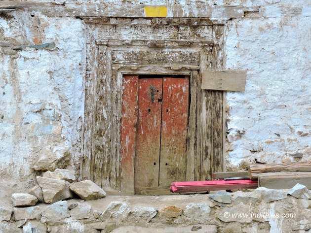 नाको गाँव के काष्ठ द्वार