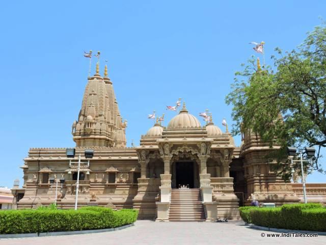स्वामीनारायण मंदिर - सिलवासा