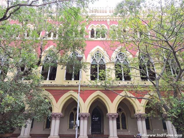 कलकत्ता की लाल इमारतें