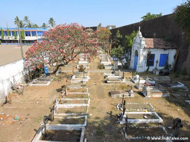 पुर्तगाली युद्ध शमशान भूमि - सेंट जेरोम दुर्ग - दमन