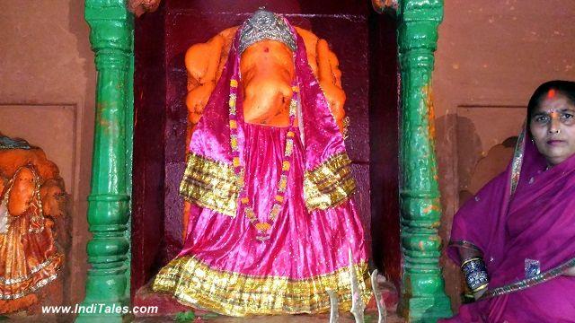 अदि घाट पे स्थित जौ गणेश मंदिर