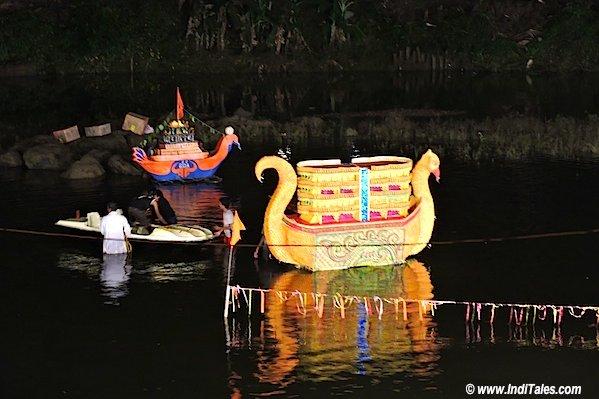 बत्तख का रूप लिए नौका - त्रिपुरारी पूर्णिमा , गोवा