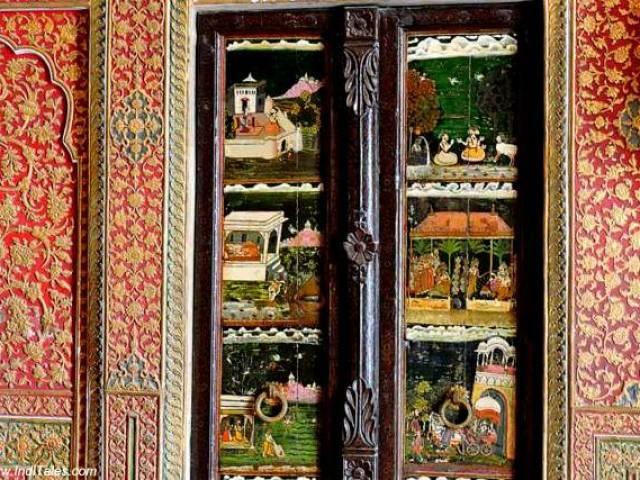लकड़ी के दरवाज़े पर चित्रकारी - जूनागढ़ दुर्ग - बीकानेर