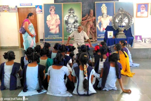 कुचिपुड़ी के भावी नर्तक - श्री सिद्धेन्द्र योगी कुचिपुड़ी कला पीठम में अध्ययनरत