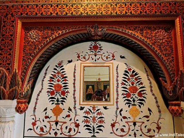 सुसज्जित दीवारों में जेड दर्पण - जूनागढ़ - बीकानेर