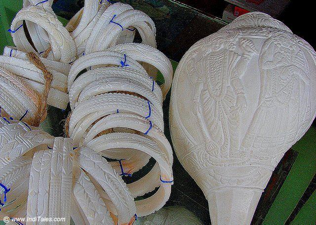 शंख से बनी चूड़ियाँ - कोलकाता का शुभ उपहार