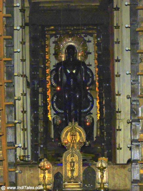 गुरु बसदी में भगवान् पार्श्वनाथ की प्राचीन प्रतिमा - मूडबिद्री