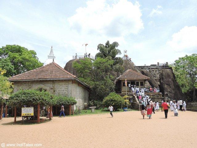 इसुरुमुनिया पाषाणी मंदिर