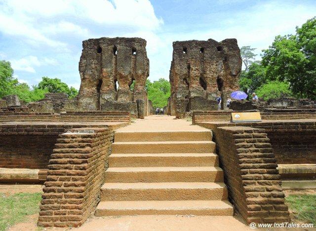 राजसी सतमहल प्रासाद - पोलोनरुवा आंतरिक नगरी में